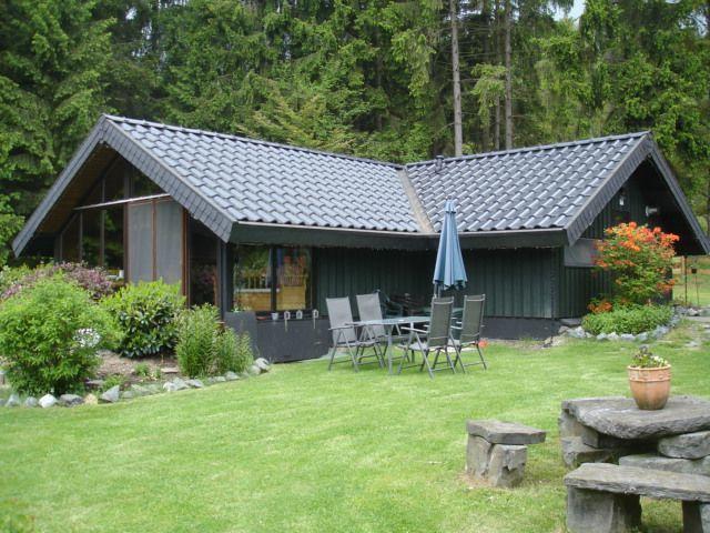 ferienhaus mit sauna au enwhirlpool haus am wald in bromskirchen sauerland n he zu. Black Bedroom Furniture Sets. Home Design Ideas