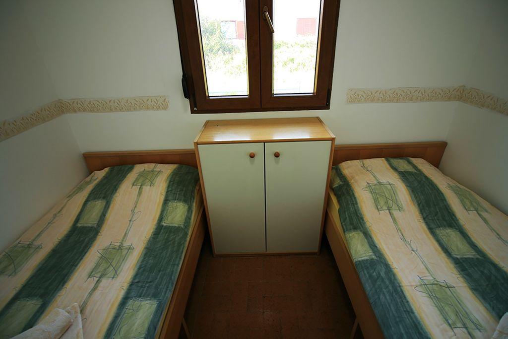 ferienhaus bungalow mit klimaanlage in rovinjsko selo f r 4 personen 2 schlafzimmer hund. Black Bedroom Furniture Sets. Home Design Ideas