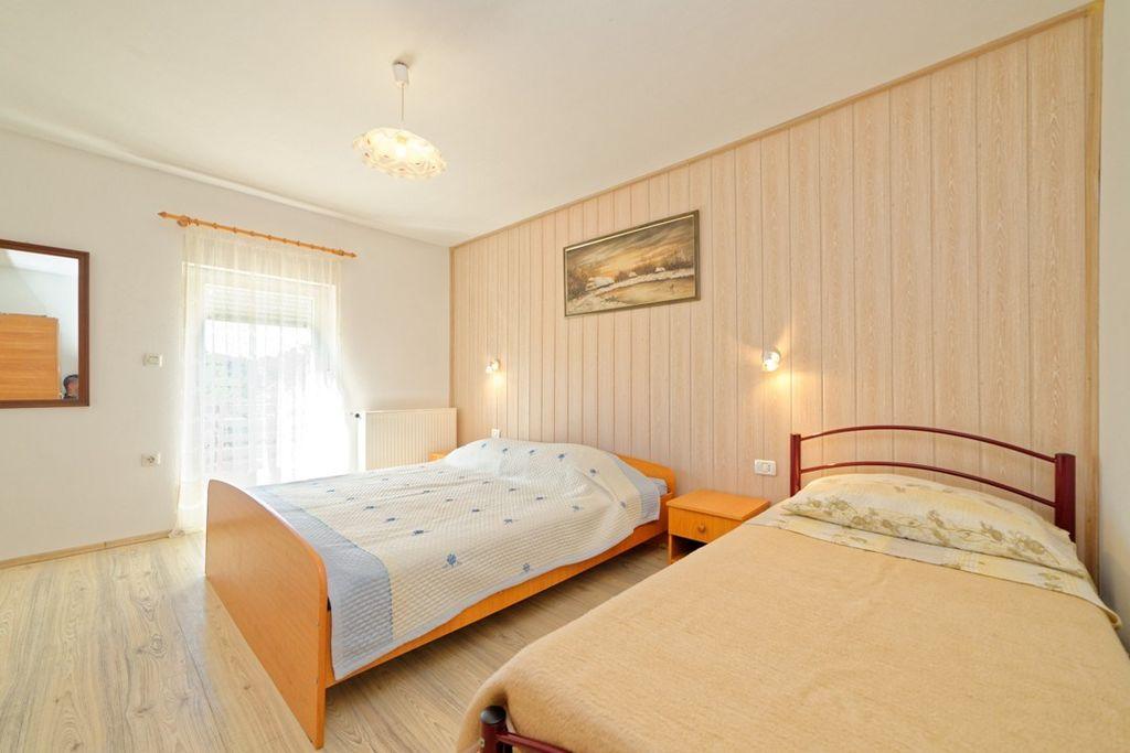 ferienwohnung mit gro em gartengrundst ck und klimaanlage in pula f r 4 personen 1 schlafzimmer. Black Bedroom Furniture Sets. Home Design Ideas