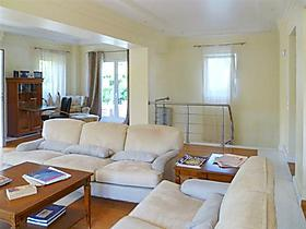 "Ferienwohnung ""Luxurious 4-bedroom duplex apartment with a shared swimming pool and direct tram access to Athens!"" in Vouliagmeni, Attika für 6 Personen (Griechenland)"