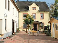 """Ferienwohnung """"Ferienhof Am Berggarten 4-Bettwohnung 3 Eichhörnchenbau"""" in Strotzbüsch, Daun für 4 Personen (Deutschland)"""
