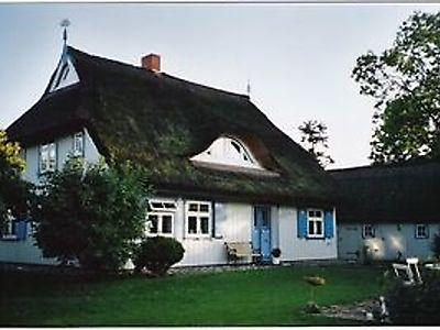Denkmalgeschütztes Kapitänshaus ( ca. 200 Jahre alt) mit zwei Wohnungen auf einem ca. 800 qm großem Grundstück. Die Wohnungen sind mit hohem Komfort ausgestattet und mit 5 Sternen ausgezeichnet.