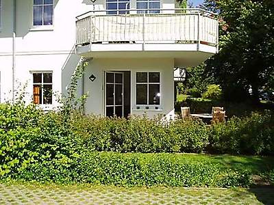 Terrasse der Wohnung hinter dem Haus