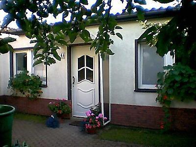Separater Eingang zum Ferienhaus in ruhiger Gartenlage