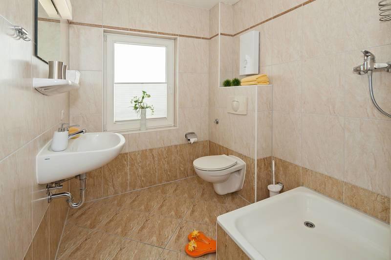 ferienwohnung haus stolzenfels in sellin f r 6 personen 2 schlafzimmer hund erlaubt bei. Black Bedroom Furniture Sets. Home Design Ideas