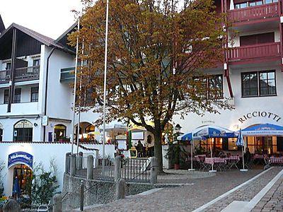 Eine der Ansichten des Objektes Blumenhof, das ähnlich eines bayerischen Vierseit-Hofes angelegt ist