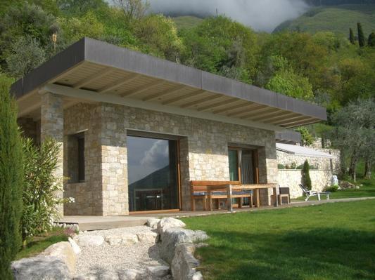 traumvilla miralago ein ferienhaus zum wohlf len. Black Bedroom Furniture Sets. Home Design Ideas
