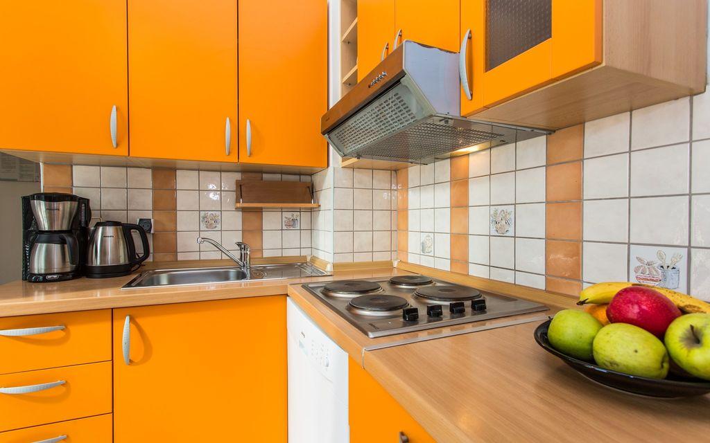 ferienwohnung mit klimaanlage in silo f r 5 personen 2 schlafzimmer hund erlaubt bei tourist. Black Bedroom Furniture Sets. Home Design Ideas