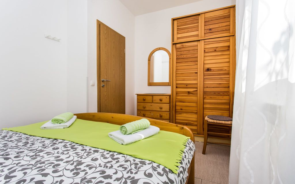 ferienwohnung mit klimaanlage in silo f r 5 personen 2 schlafzimmer hund erlaubt bei tourist. Black Bedroom Furniture Sets. Home Design Ideas