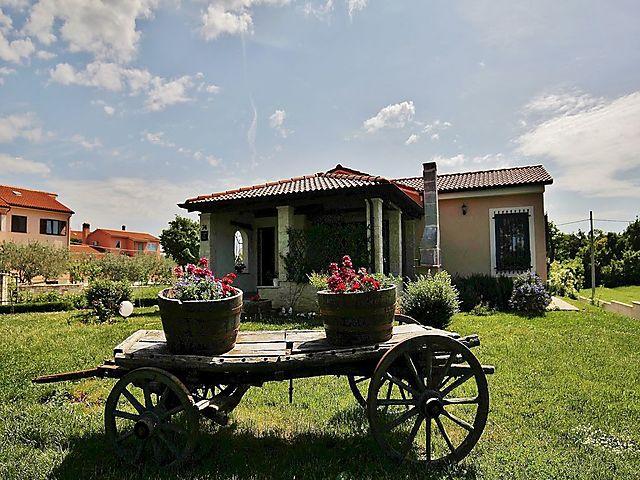 Sommerküche Terrasse : Ferienhaus mit terrasse und sommerküche in svetvincenat für