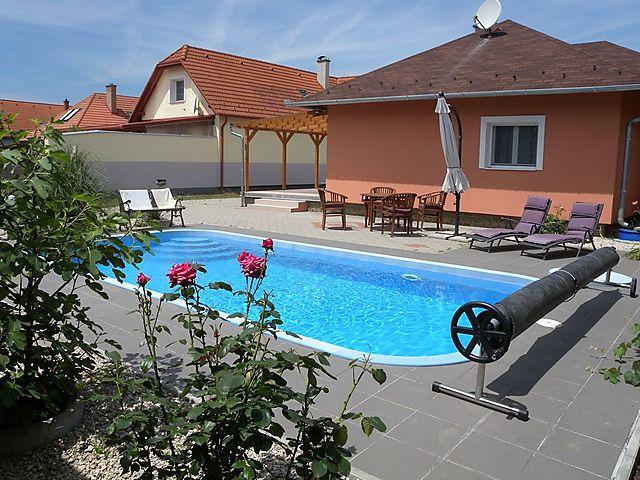 Outdoor Küche Aus Ungarn : Ferienhaus bungalow mit pool und internet in balatonszentgyörgy für
