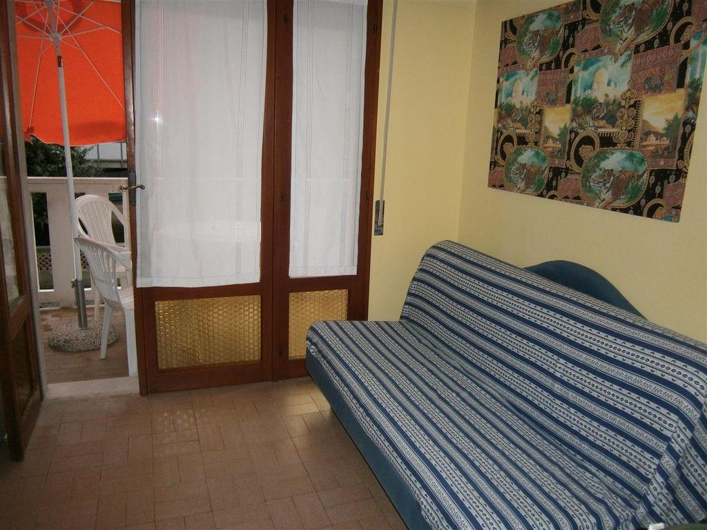 ferienwohnung mit klimaanlage in bibione f r 8 personen 2. Black Bedroom Furniture Sets. Home Design Ideas