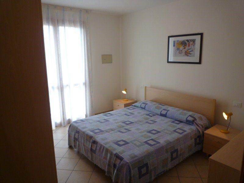ferienwohnung residence le ginestre mit klimaanlage in. Black Bedroom Furniture Sets. Home Design Ideas