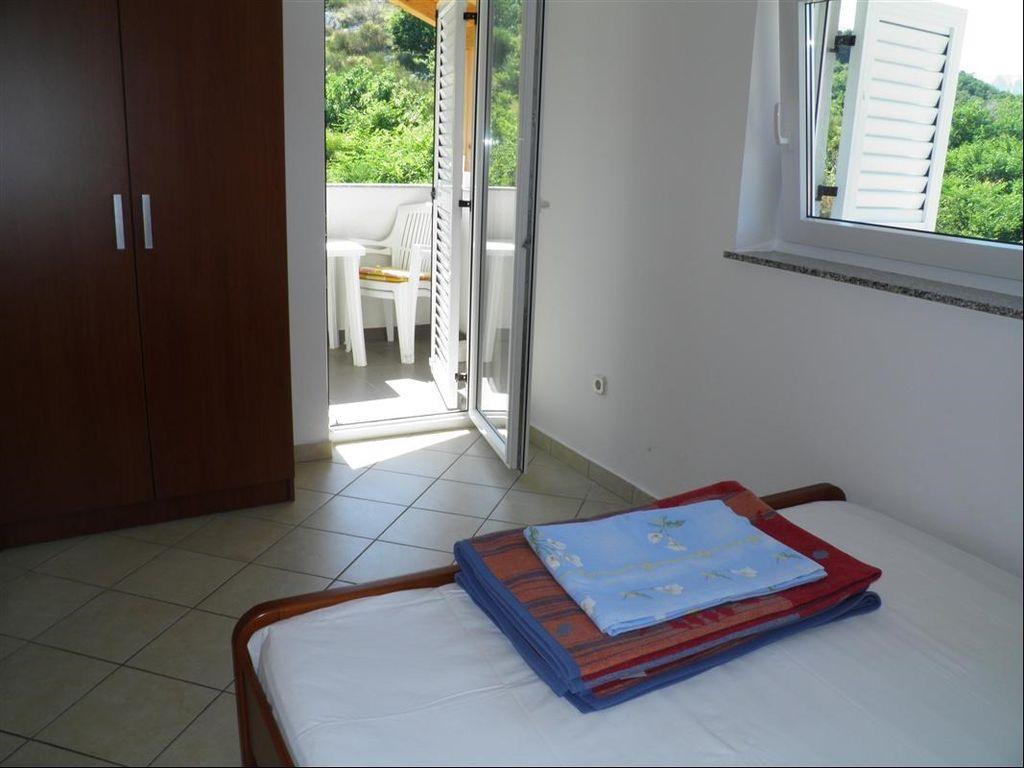 ferienwohnung mit klimaanlage in ba ka f r 5 personen 2 schlafzimmer hund erlaubt bei tourist. Black Bedroom Furniture Sets. Home Design Ideas