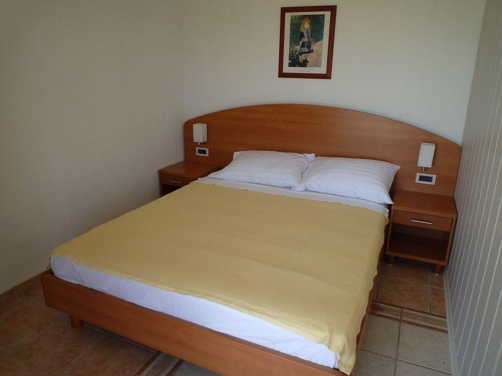 ferienwohnung mit klimaanlage in novigrad f r 5 personen 2 schlafzimmer bei tourist online. Black Bedroom Furniture Sets. Home Design Ideas