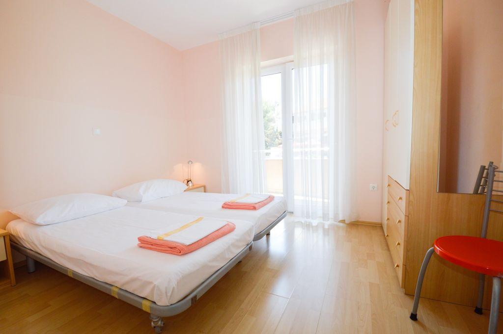 ferienwohnung mit klimaanlage und balkon in medulin f r 6. Black Bedroom Furniture Sets. Home Design Ideas