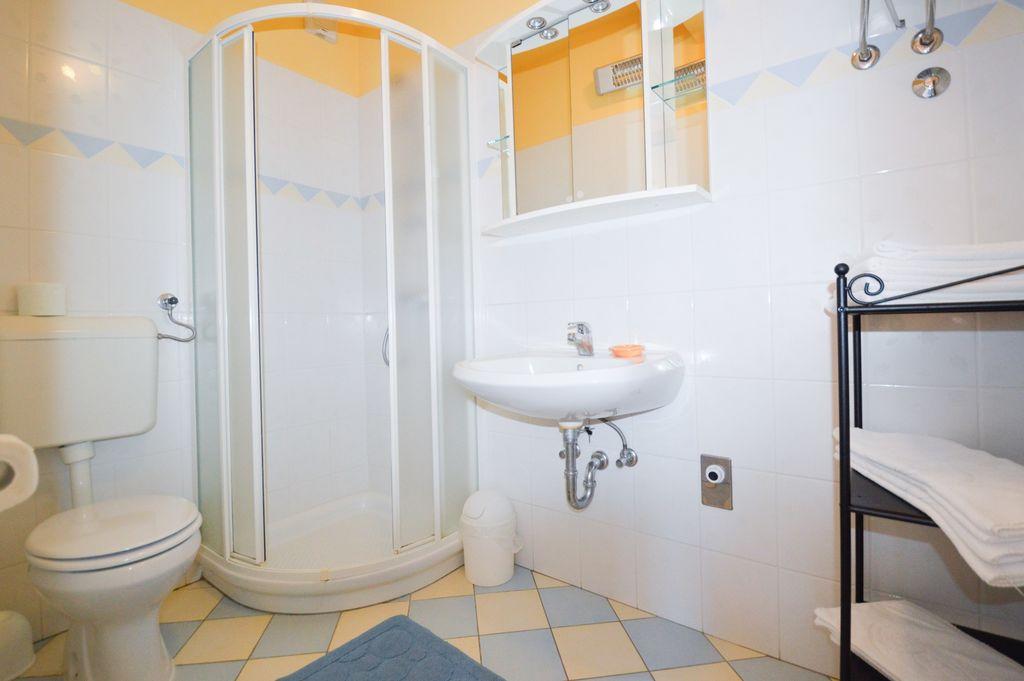 ferienwohnung mit klimaanlage und balkon in medulin f r 6 personen 2 schlafzimmer bei tourist. Black Bedroom Furniture Sets. Home Design Ideas