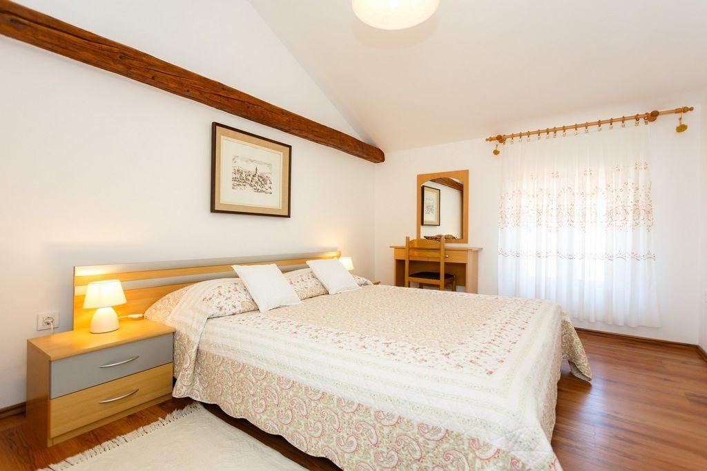 ferienwohnung mit klimaanlage und meerblick in vrbnik f r. Black Bedroom Furniture Sets. Home Design Ideas
