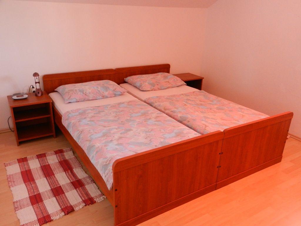 ferienwohnung mit klimaanlage und 300 m zur adria in pasman f r 6 personen 3 schlafzimmer bei. Black Bedroom Furniture Sets. Home Design Ideas