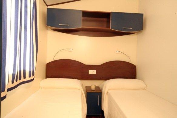 ferienwohnung mobilehome mit klimaanlage in manerba del garda f r 6 personen 3 schlafzimmer. Black Bedroom Furniture Sets. Home Design Ideas