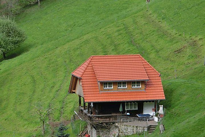 alleinstehendes ferienhaus schwarzwald in m hlenbach s dschwarzwald f r 6 personen. Black Bedroom Furniture Sets. Home Design Ideas