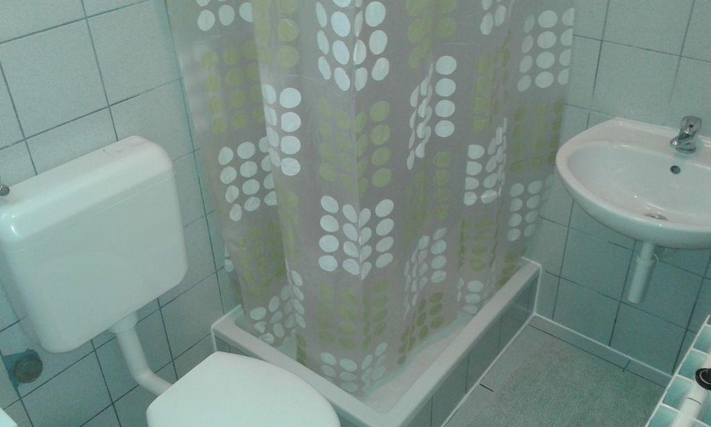 ferienwohnung mit meerblick und klimaanlage in tkon f r 6. Black Bedroom Furniture Sets. Home Design Ideas