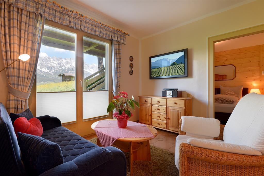 Ferienwohnung chalet grizzly sissy ap wohn schlafraum for Wohn und esszimmer 30m2