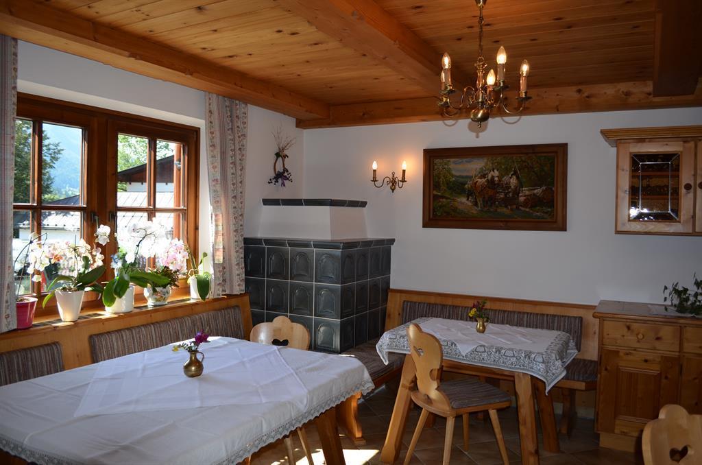 Haus steinlechner und farberhof apartment 2 3 wohn for Wohn und esszimmer 30m2