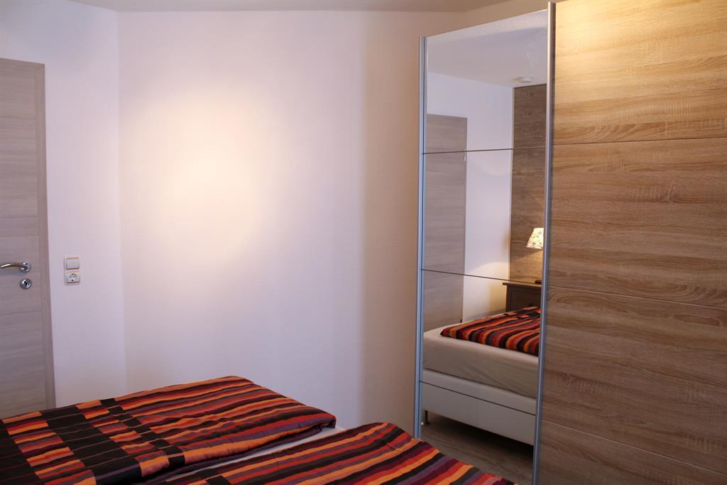 maarberg resort 4 bett ferienwohnung maarh he in schalkenmehren f r 6 personen 2 schlafzimmer. Black Bedroom Furniture Sets. Home Design Ideas