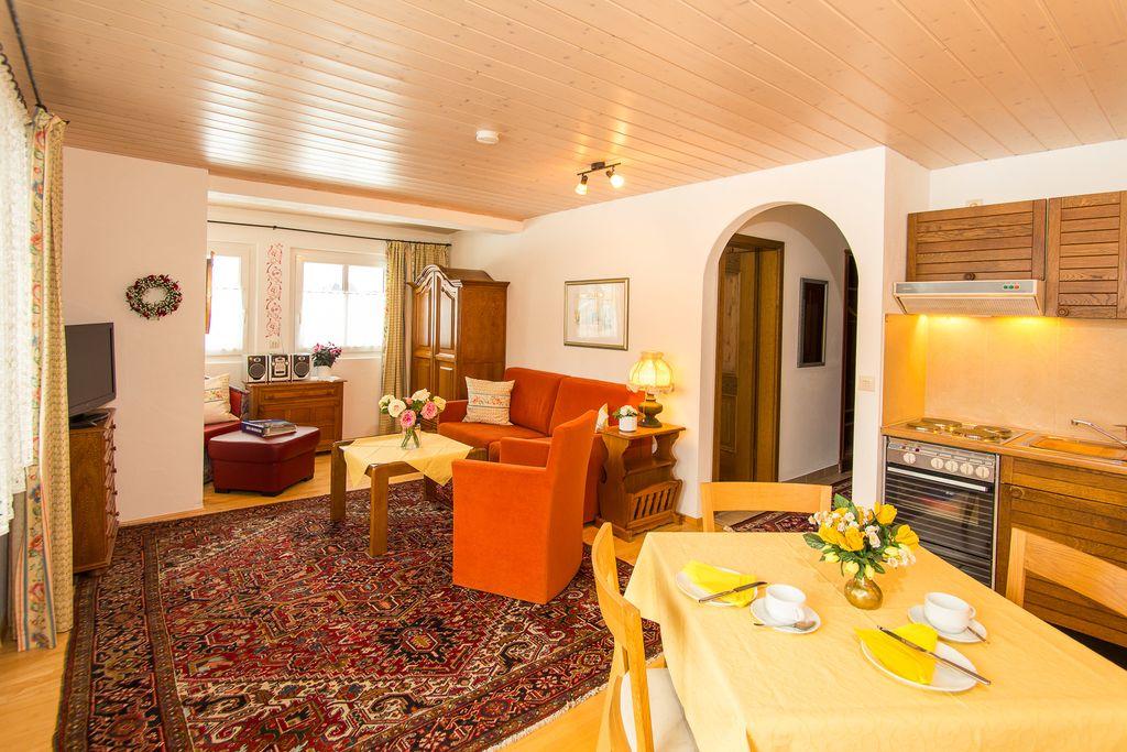 ferienwohnungen am schloss de ruhpolding a ferienwohnung extra 70qm balkon kochnische. Black Bedroom Furniture Sets. Home Design Ideas