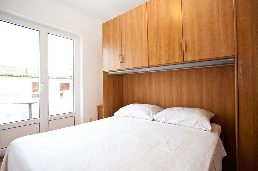 ferienwohnung mit klimaanlage und internet in krk f r 2 personen 1 schlafzimmer hund erlaubt. Black Bedroom Furniture Sets. Home Design Ideas