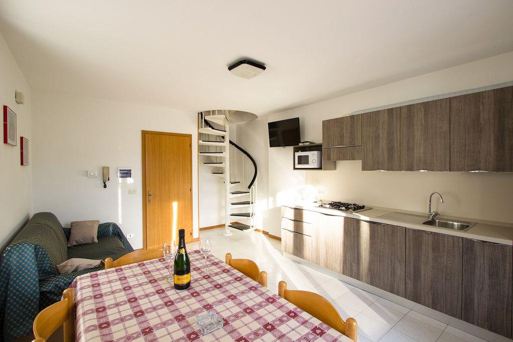 ferienwohnung mit internetzugang und waschmaschine in pieve di ledro f r 5 personen 2. Black Bedroom Furniture Sets. Home Design Ideas