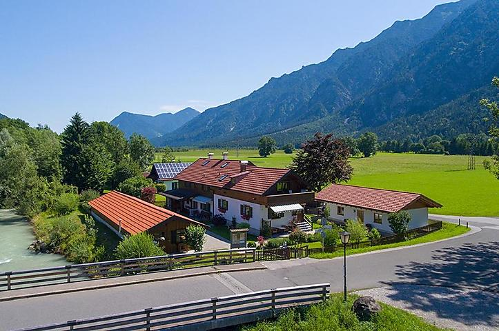 Outdoor Küche Hofer : Ferienhaus hofer wohnung alpspitze in oberau für personen