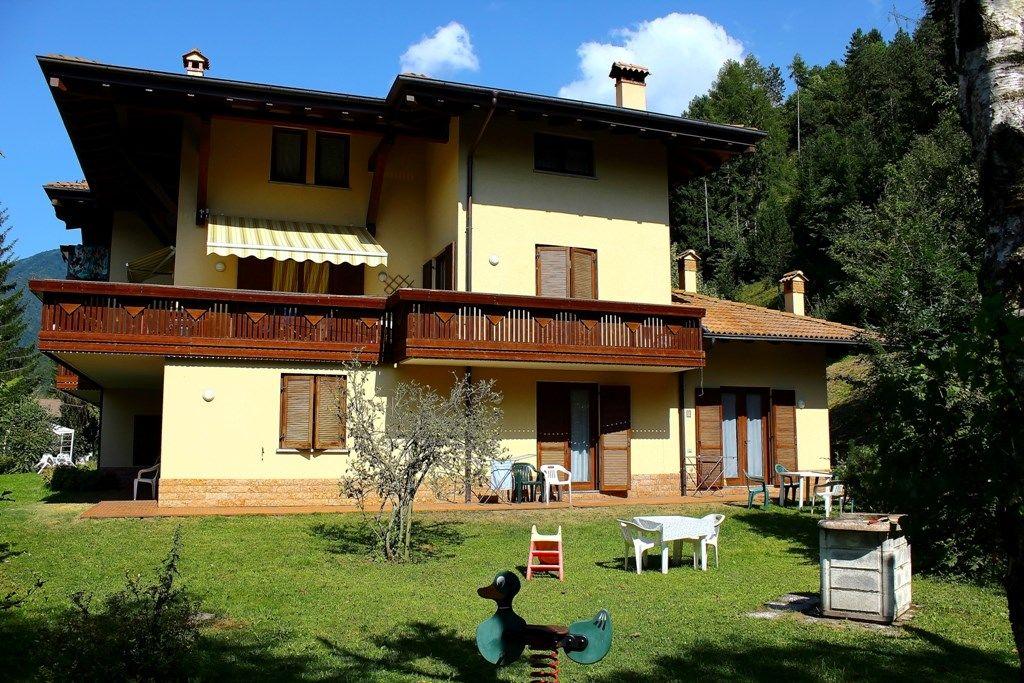Ferienwohnung mit terrasse veranda in pieve di ledro f r 4 for Veranda englisch