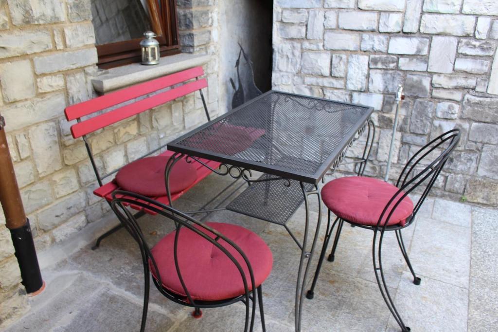 barony olive komfort wohnung castagnola seen he mit garten f r hund klimager t hallenbad f r. Black Bedroom Furniture Sets. Home Design Ideas