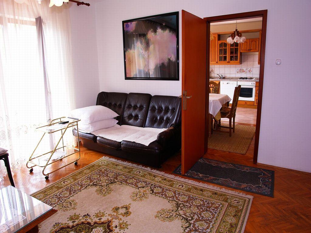 ferienwohnung mit klimaanlage in novi vinodolski f r 6 personen 2 schlafzimmer bei tourist. Black Bedroom Furniture Sets. Home Design Ideas
