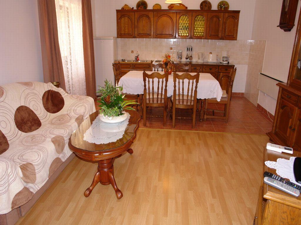 ferienwohnung mit klimaanlage in novi vinodolski f r 7. Black Bedroom Furniture Sets. Home Design Ideas