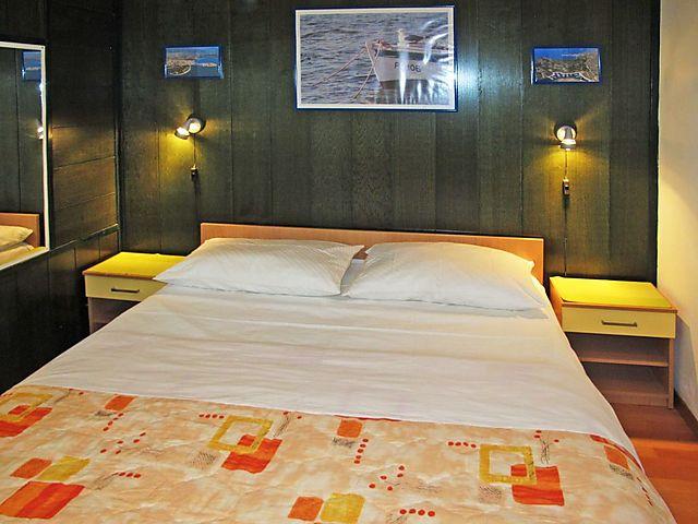 Ferienwohnung Mali Ive Pme300 In Primosten Fur 6 Personen 3 Schlafzimmer Hund Erlaubt Bei Tourist Online Buchen Nr 244783