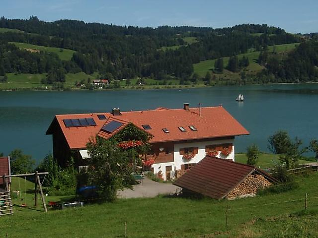 Haus am See mit Panoramablick
