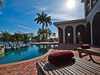 ferienhaus luxuri se traumvilla am river zum meer infinitypool spa bootslift in cape coral. Black Bedroom Furniture Sets. Home Design Ideas