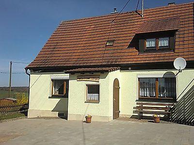Ferienhaus vom Hof aus gesehen
