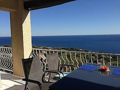 ein Ferienhaus mit WOHLFÜHLGARANTIE: von allen Zimmern und vom Pool aus herrlicher Blick über das Meer
