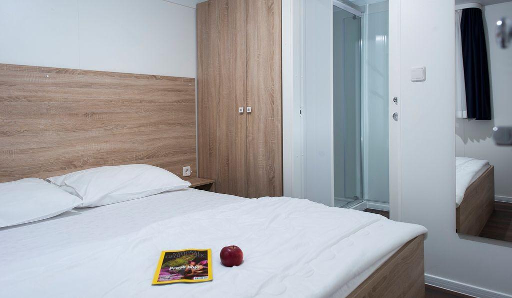 ferienwohnung mobilehome mit klimaanlage und berdachter terrasse in fa ana f r 6 personen 2. Black Bedroom Furniture Sets. Home Design Ideas