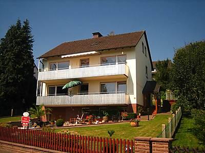 Haus-Ansicht  die Fewo befindet sich im Erdgeschoß, unterer Balkon